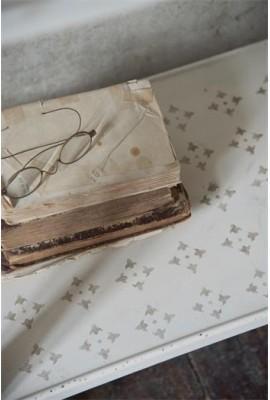 Négylevelű szőnyegminta: 27 x 21 cm